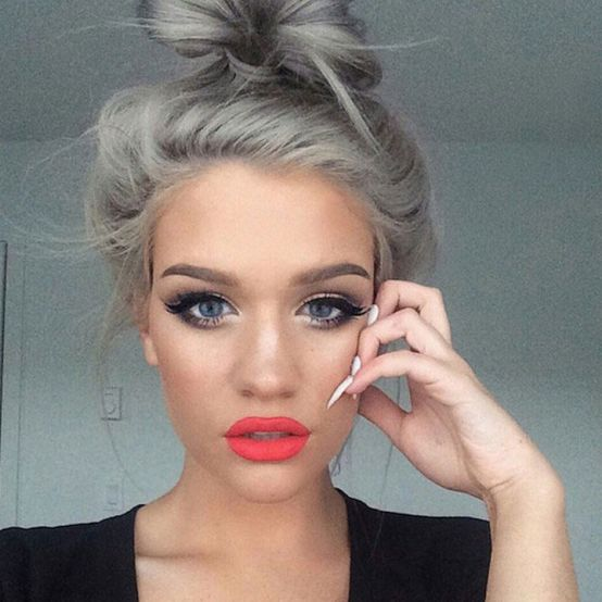 Granny-hair-is-a-hot-trend-and-women-are-dyeing-their-hair-gray-10